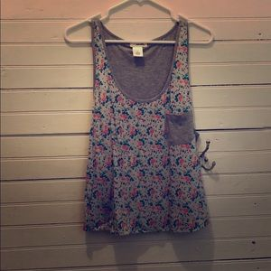 Floral wet seal tank with pocket
